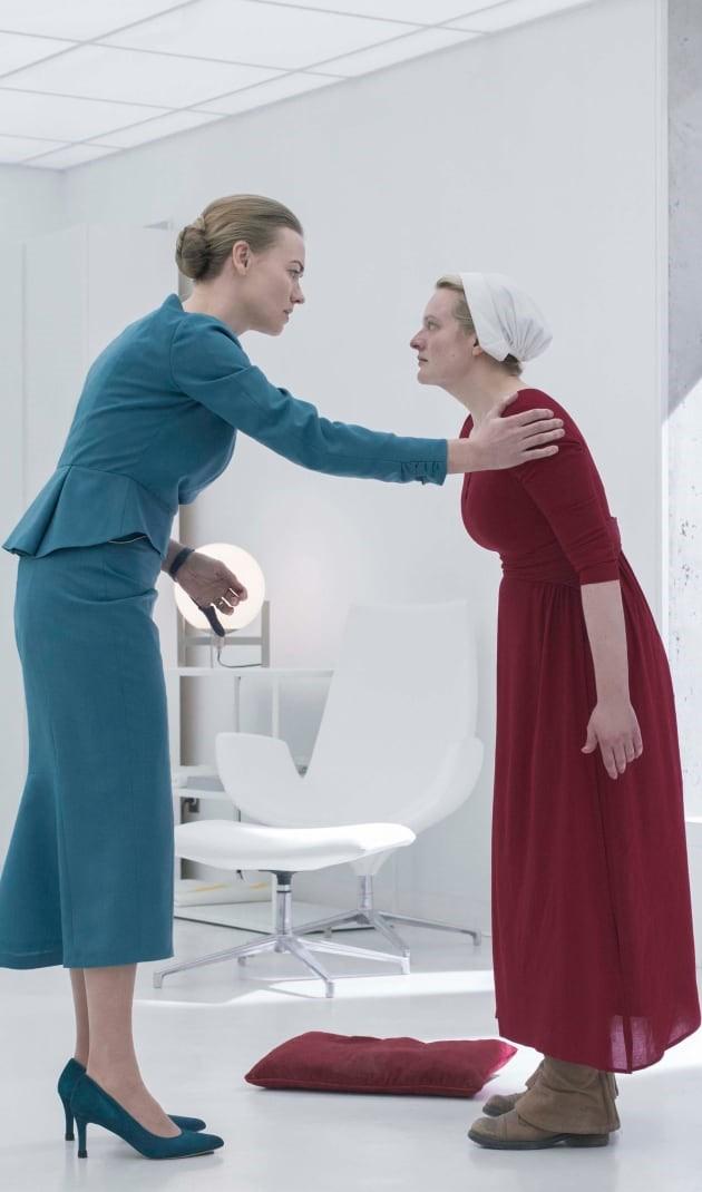 Serena e June in The Handmaid's Tale