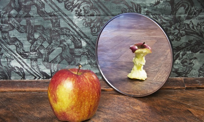 mela-riflesso-specchio
